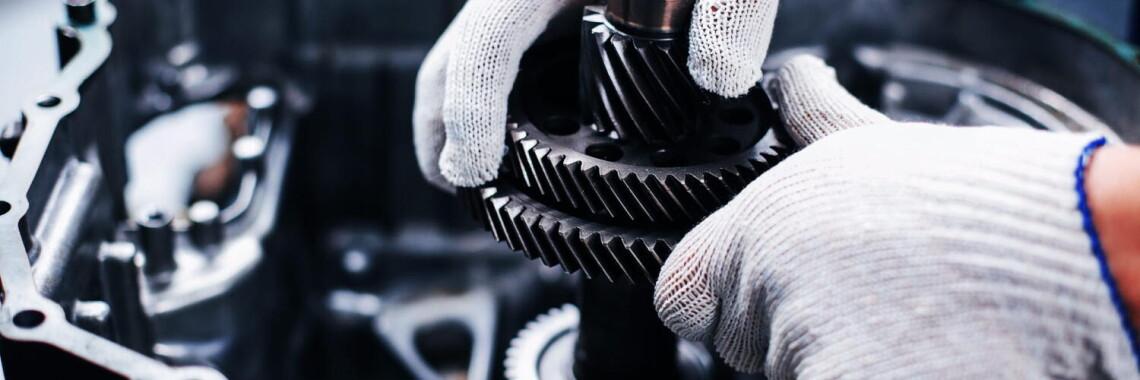 16495153-cross-section-of-a-car-gearbox-mechanics-